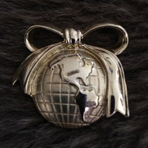 Vintage 80s globe with a bow brooch pin